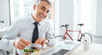 Beratungsfeld Betriebliches Gesundheitsmanagement der Flowcon Unternehmensberatung - Mann am Arbeitsplatz