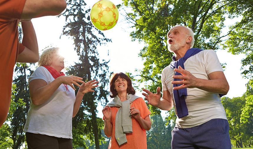 Rehasport - Gruppe Senioren mit Ball - Beitragsbild zum Bericht von Winfried Möck