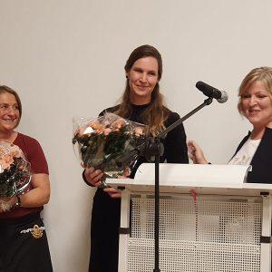 Ehrung von Helferinnen bei der Eröffnung des SVE Centers